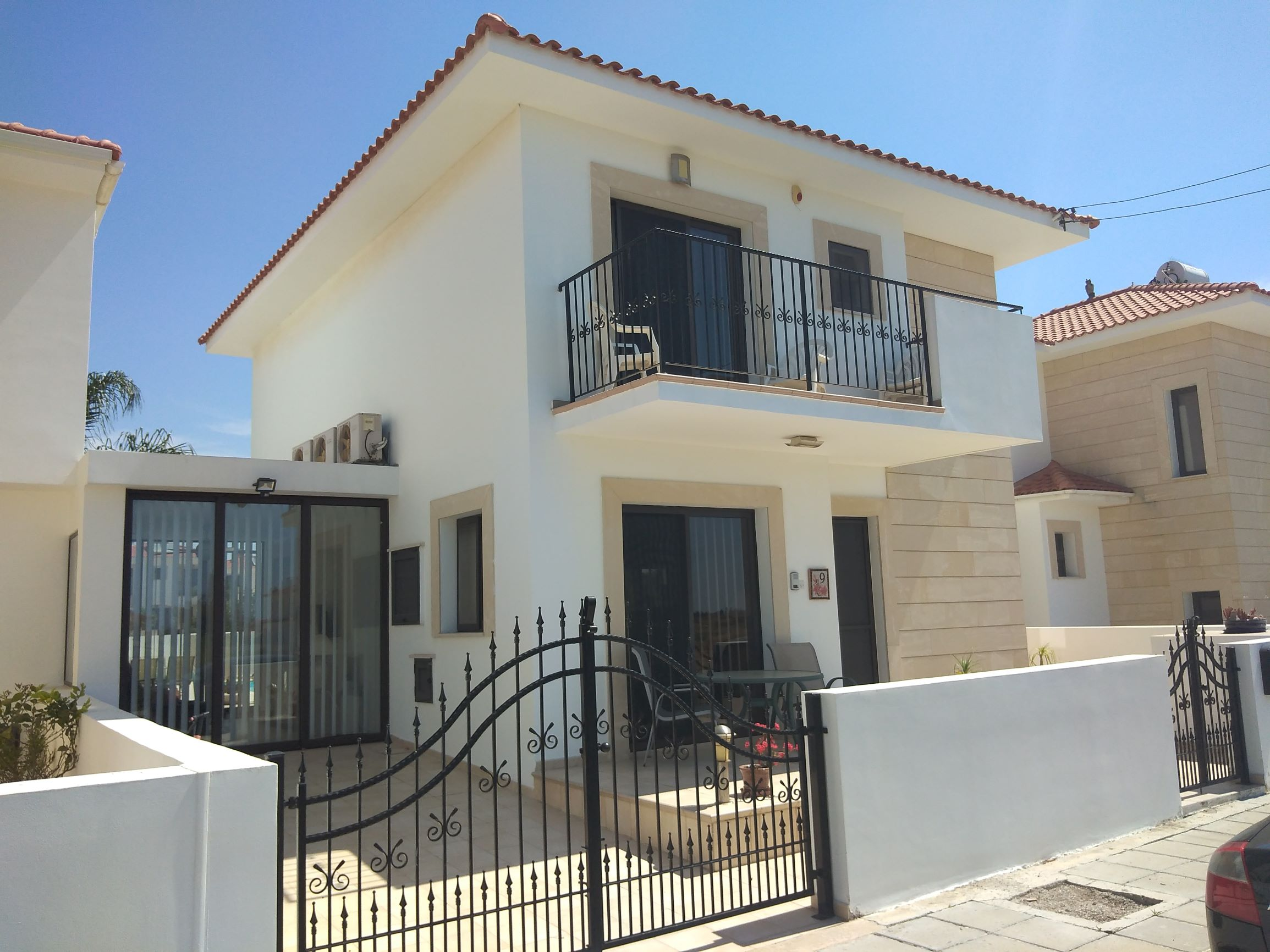 3 bedroom detached villa with swimming pool